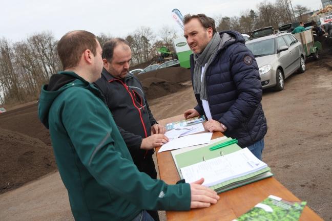Großes Interesse an kostenlosem Qualitätskompost der Energie AG in Wels-Schafwiesen | Foto: laumat.at/Matthias Lauber