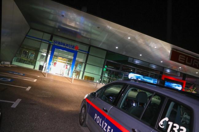 Bankomat aus Bankfiliale in Sattledt gestohlen   Foto: laumat.at/Matthias Lauber