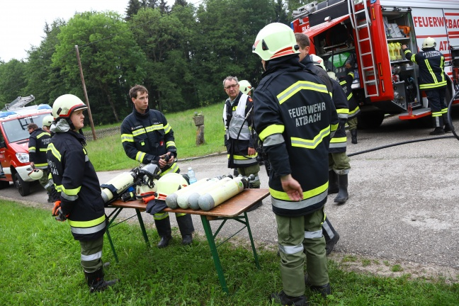 Feuerwehr bei Rauchentwicklung und überhitztem Ofen in Wohnhaus in Atzbach im Einsatz | Foto: laumat.at/Matthias Lauber