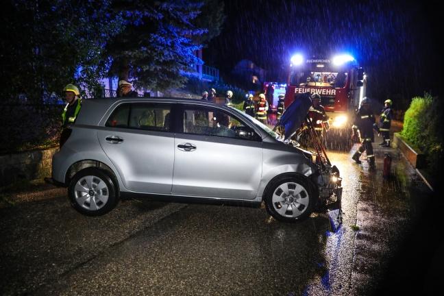 Auto kollidierte in Buchkirchen während Gewitter mit Mauer | Foto: laumat.at/Matthias Lauber