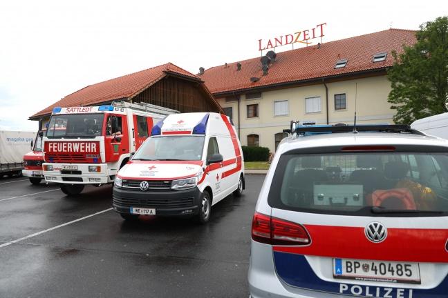 Einsatz der Feuerwehr nach CO2-Alarm im Kühlraum eines Restaurants in Sattledt | Foto: laumat.at/Matthias Lauber