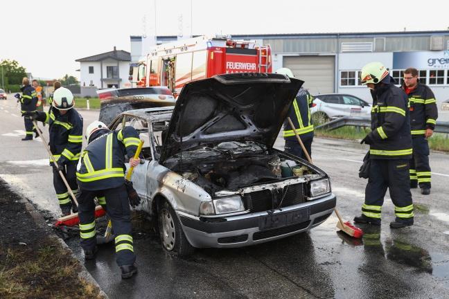 Auto in Marchtrenk während Fahrt in Flammen aufgegangen   Foto: laumat.at/Matthias Lauber