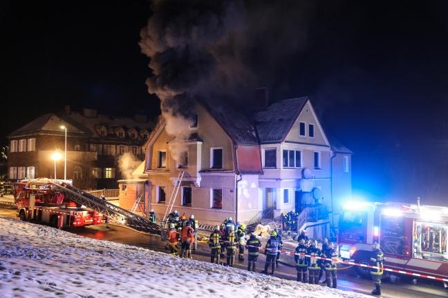 Großeinsatz bei Vollbrand eines Wohnhauses in Bad Schallerbach | Foto: laumat.at/Matthias Lauber