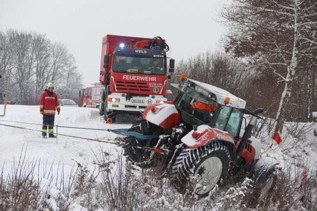 Traktor kam beim Schneeräumen in Sipbachzell von der Fahrbahn ab | Foto: laumat.at/Matthias Lauber
