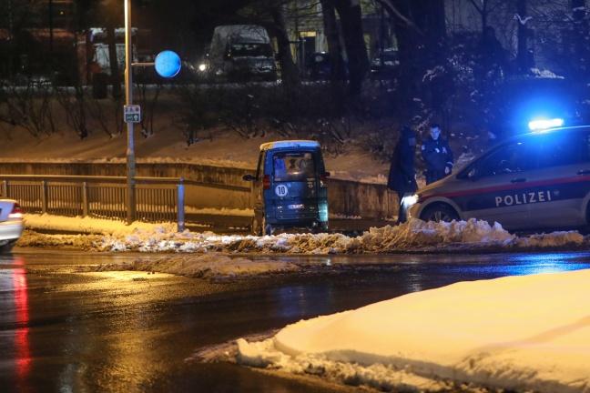Kleinfahrzeug kollidierte in Wels-Neustadt mit Geländer einer Unterführung | Foto: laumat.at/Matthias Lauber