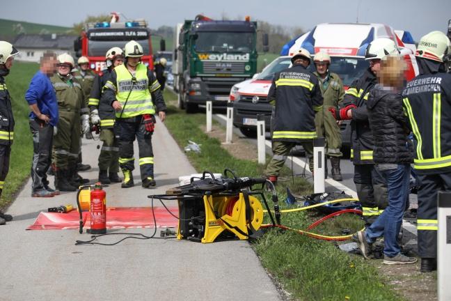 Frontalcrash auf der Wallerner Straße fordert zwei Schwerverletzte   Foto: laumat.at/Matthias Lauber