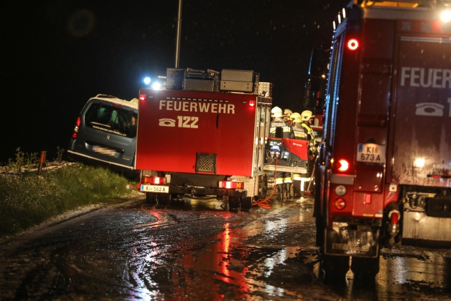 Frontalcrash auf der Scharnsteiner Straße in Pettenbach fordert zwei Verletzte | Foto: laumat.at/Matthias Lauber