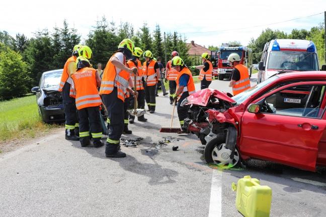 Schwerer Verkehrsunfall auf der Sattledter Straße in Fischlham | Foto: laumat.at/Matthias Lauber
