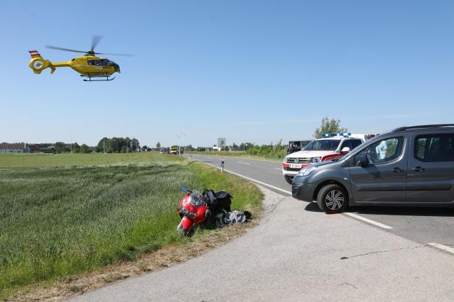 Schwerer Verkehrsunfall mit Motorrad auf der Scharnsteiner Straße in Pettenbach | Foto: laumat.at/Matthias Lauber