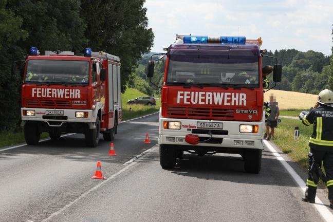 Schwerer Verkehrsunfall mit Kleintransporter auf der Innviertler Straße in Riedau | Foto: laumat.at/Matthias Lauber