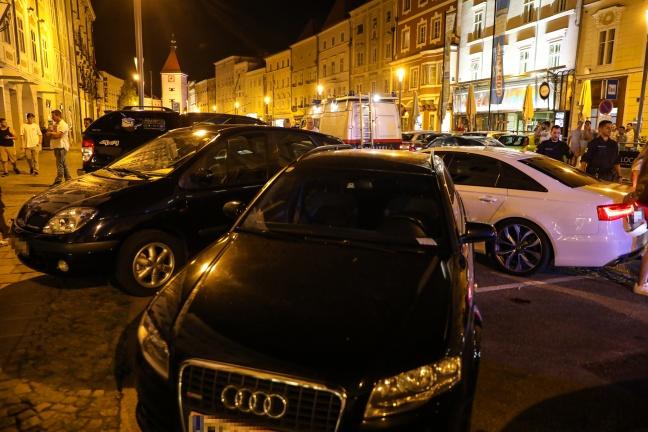 Junge Autolenkerin ohne Führerschein verursacht großen Blechsalat am Welser Stadtplatz