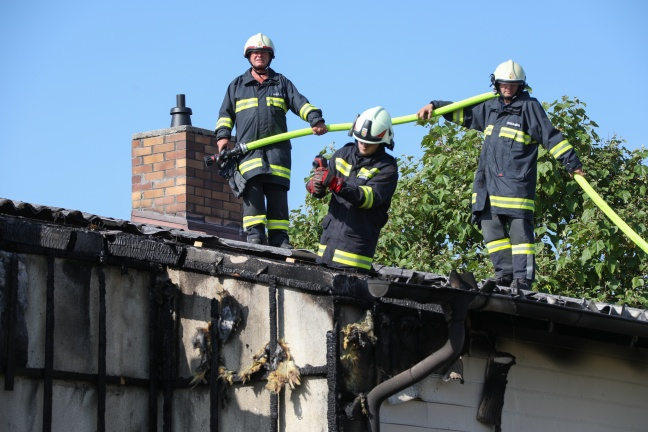 Brand eines Wohnhauses in Buchkirchen   Foto: laumat.at/Matthias Lauber