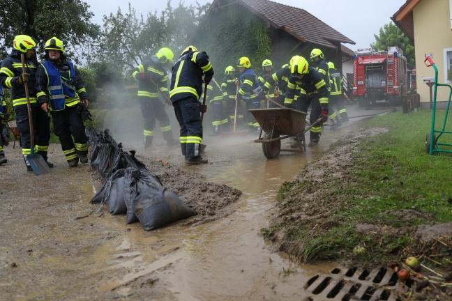 Überflutungs- und Sturmschadeneinsätze nach heftigen Gewittern über Oberösterreich   Foto: laumat.at/Matthias Lauber