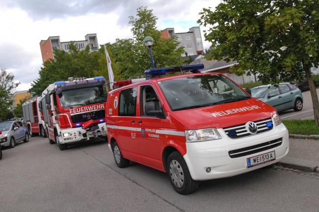 Vermeintlicher Fahrzeugbrand in Wels-Neustadt sorgt für Einsatz der Feuerwehr   Foto: laumat.at/Christian Schürrer