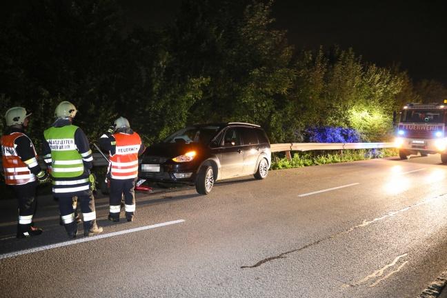 Alkoholisierter Autolenker kracht in Weißkirchen an der Traun gegen Leitschiene   Foto: laumat.at/Matthias Lauber