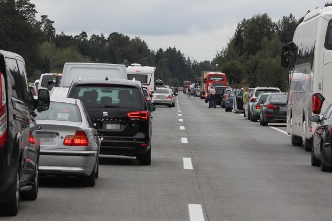 Notarzthubschrauber bei Verkehrsunfall auf der Westautobahn in Sipbachzell im Einsatz | Foto: laumat.at/Matthias Lauber