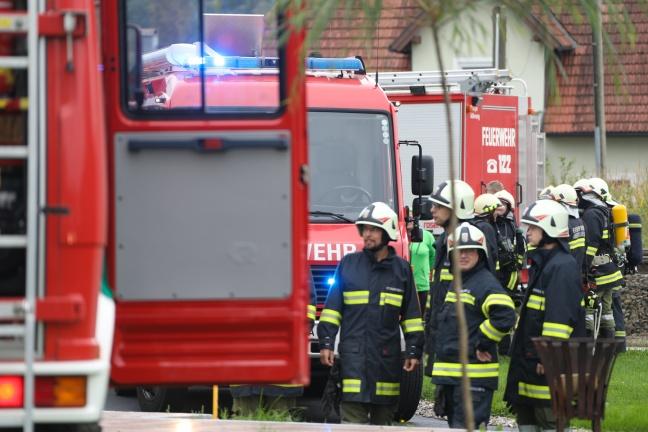 Neun Feuerwehren bei Auto- und Gebäudebrand in Nußbach im Einsatz | Foto: laumat.at/Matthias Lauber