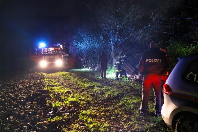 Kurioser Einsatz: Auto samt Lenker drohte inmitten von Feldern in Bach zu stürzen | Foto: laumat.at/Matthias Lauber