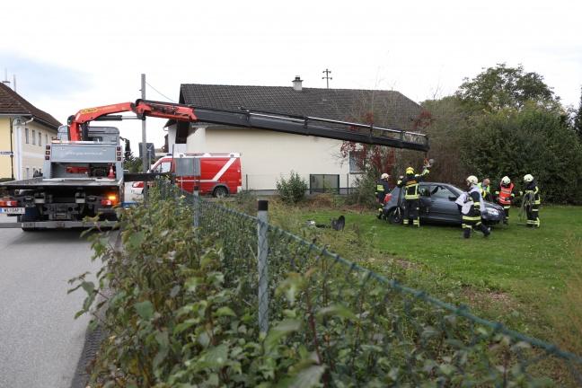 Betagter Autolenker fährt nach Missgeschick quer durch einen Garten in Gunskirchen | Foto: laumat.at/Matthias Lauber