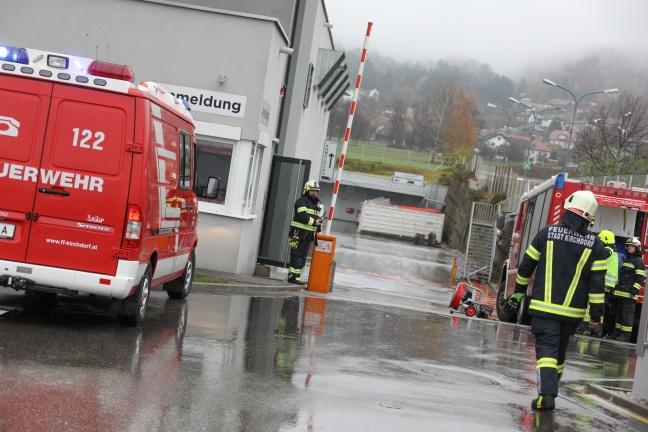 Feuerwehr bei erneutem Gasalarm in Industriebetrieb in Kirchdorf an der Krems im Einsatz | Foto: laumat.at/Matthias Lauber
