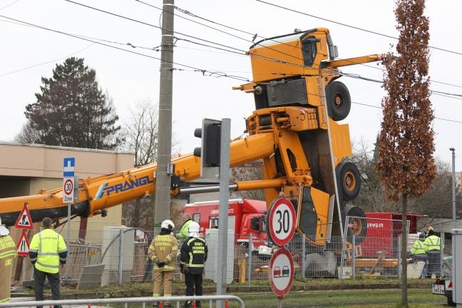 Schwerlastkran in Linz-Urfahr umgestürzt | Foto: laumat.at/Matthias Lauber