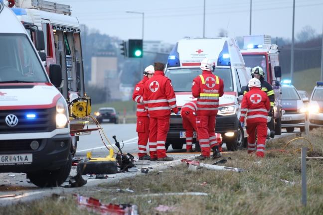 Tödliche Kollision zwischen LKW und zwei PKW auf Innviertler Straße in Grieskirchen | Foto: laumat.at/Matthias Lauber