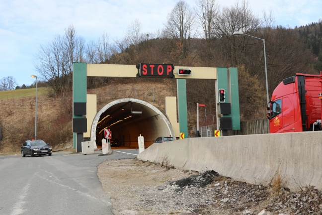 Drei Verletzte bei Verkehrsunfall auf der Pyhrnautobahn im Tunnel Kienberg | Foto: laumat.at/Matthias Lauber