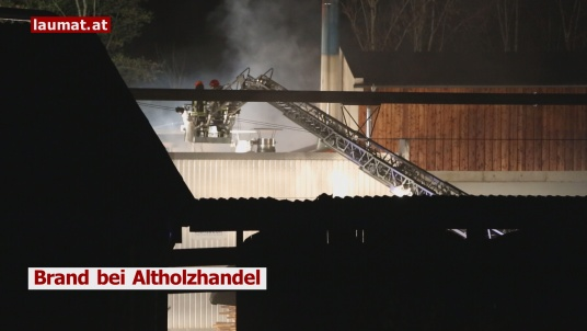 Brand bei Altholzhandel
