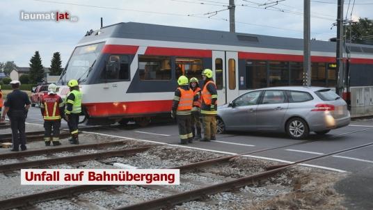 Unfall auf Bahnübergang