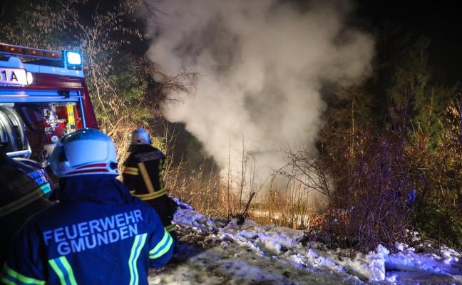 Schwieriger Löscheinsatz bei Brand eines Wochenendhauses in Gmunden