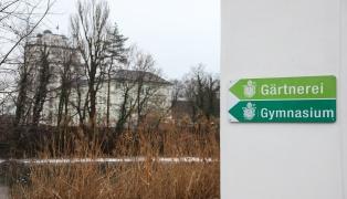 Schüler (13) nach Sprung über Geländer in einer Schule in Kremsmünster schwer verletzt
