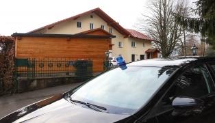 Großeinsatz der Polizei in Unterach am Attersee nach Schussabgabe in Wohnhaus