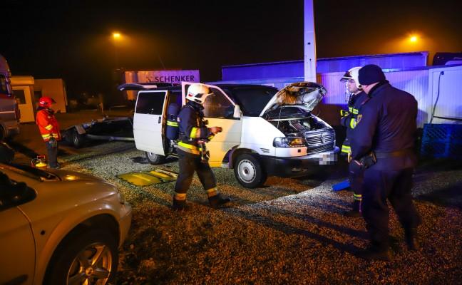 Brand eines abgestellten Fahrzeuges in Wels-Puchberg