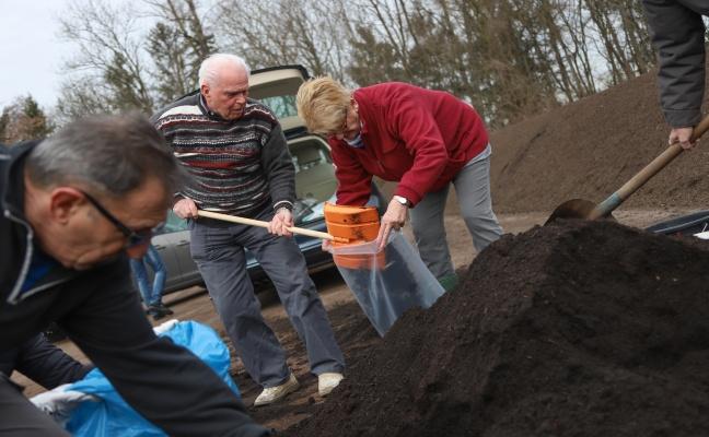 Großes Interesse an kostenlosem Qualitätskompost der Energie AG in Wels-Schafwiesen