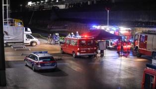 Gefahrstoffaustritt aus LKW auf Speditionsgelände in Sattledt