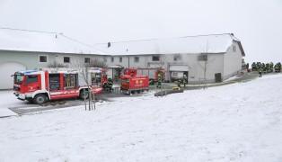 Langwieriger Löscheinsatz für die Feuerwehren bei Brand eines Hackschnitzelbunkers in St. Florian