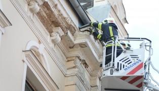 Fassadenteile eines Hauses in Wels-Innenstadt abgestürzt