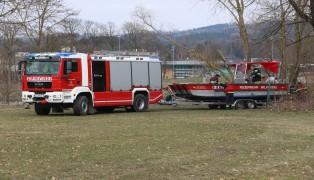 Ölteppich auf der Donau beschäftigt die Feuerwehren