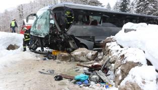 Schwerer Unfall mit vollbesetztem Reisebus in Gosau