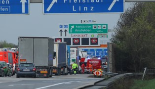 Schwerer Verkehrsunfall auf der Westautobahn bei Ansfelden