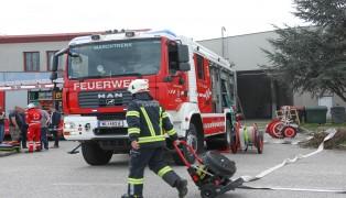 Drei Feuerwehren bei Brand in einem Gewerbebetrieb in Marchtrenk im Einsatz