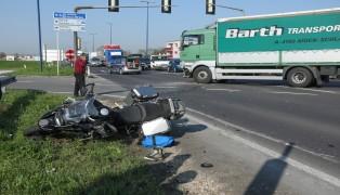 Schwere Kollision zwischen Motorrad und LKW in Traun