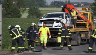Verkehrsunfall auf der Ochsenstraße in Leonding fordert zwei Verletzte