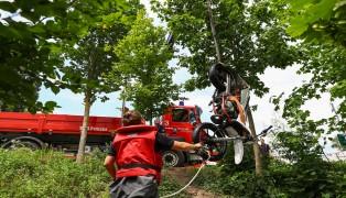 Moped in Wels-Innenstadt von der Feuerwehr aus Traun geborgen