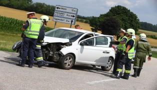 Kreuzungscrash zwischen LKW und PKW in Sipbachzell fordert eine verletzte Person