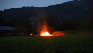Sonnwendfeuer beschäftigten Feuerwehren