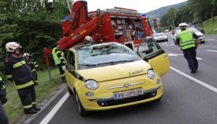 Autoüberschlag auf Salzkammergutstraße in Altmünster fordert zwei Verletzte