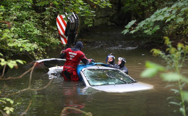 Car accidentally crashed in Aurolzmünster complete with steering wheel in Bach