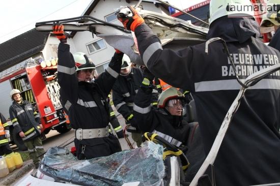 Vier Feuerwehren übten in Neukirchen bei Lambach für den Ernstfall | Fotograf: Matthias Lauber