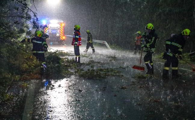 Schweres Unwetter über Oberösterreich führt zu hunderten Einsätzen der Feuerwehren